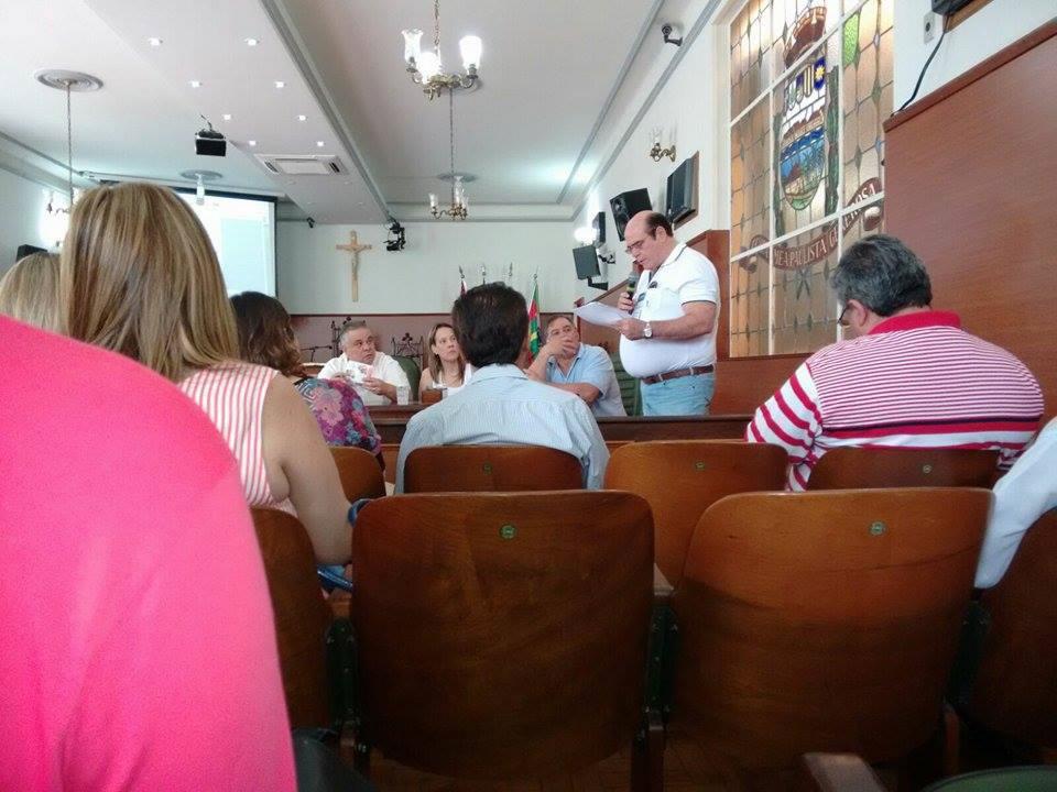 Dr.Ricardo Thomé faz explanação na reunião do Conselho de Regionais